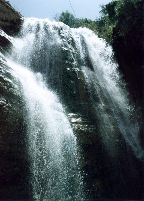 آبشار اما در نزديكي سد ايلام